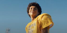 «Колин в черном и белом»: смотрим трейлер нового сериала Netflix об игроке НФЛ Колине Капернике