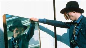 «Человек, который упал на Землю»: гид по лучшим фотографиям Дэвида Боуи