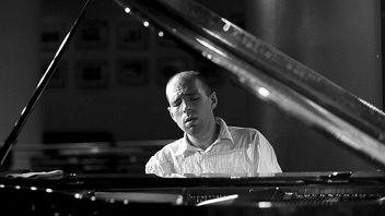 Национальный филармонический оркестр России. Дирижер Владимир Спиваков. Солист Андрей Коробейников (фортепиано)