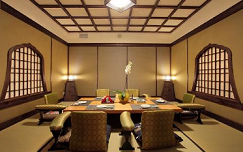 Саке-бар в «Мисато», Osteria nel Parco переезжает на ВВЦ, веранда в «Жан-Жаке» и другие возможности поесть на свежем воздухе