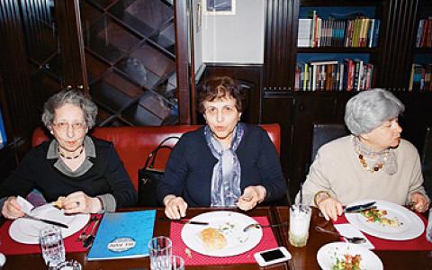 Еврейские бабушки проверяют кошерные рестораны