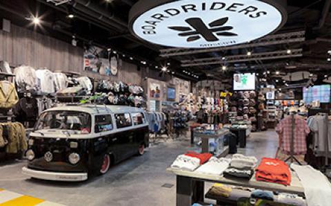Где покупать беговые кроссовки, скейтерские кеды и вещи для йоги