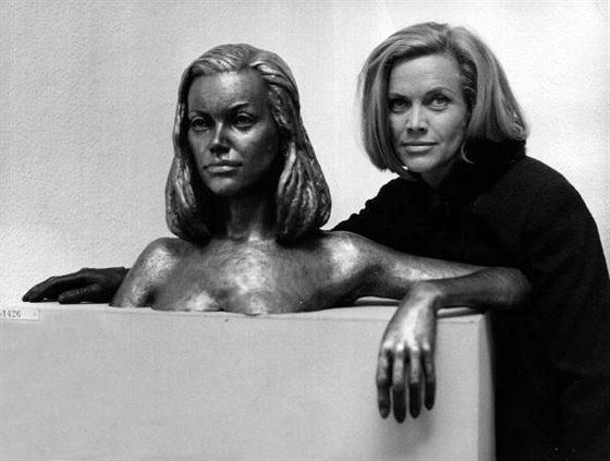 Хонор Блэкман (Honor Blackman)