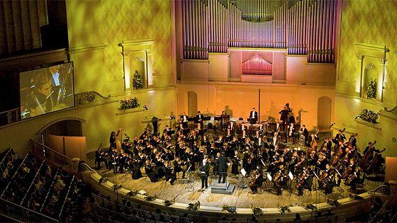 Симфонический оркестр Московской филармонии. Дирижер Юрий Симонов. Солист Андрей Коробейников (фортепиано)