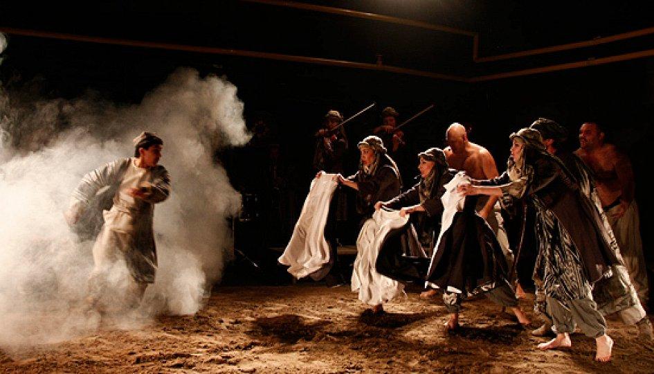 Театр: Семь лун