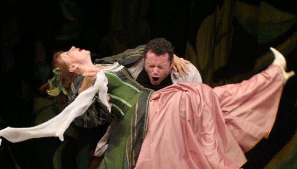 Театр: Держи меня крепче, люби...