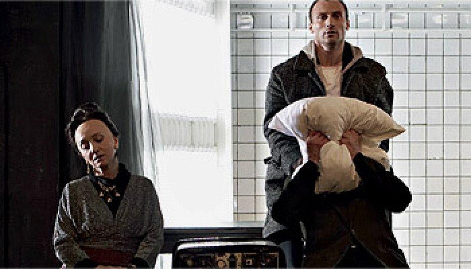 Театр: Человек-подушка