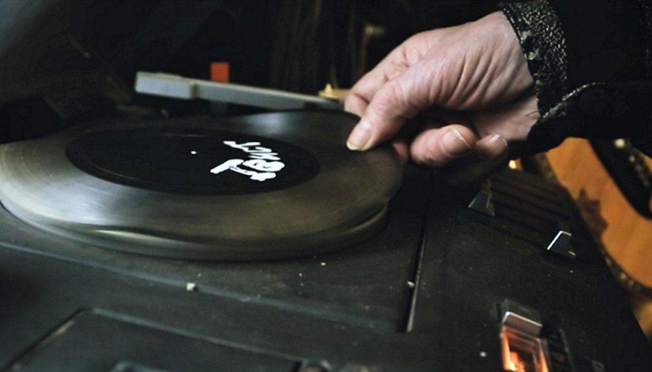 Кино: «Переверни пластинку»