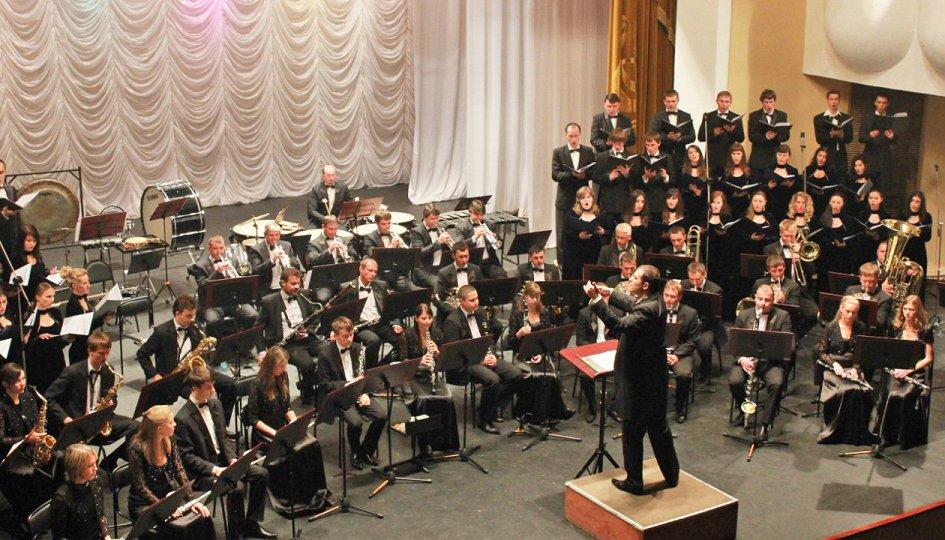 Концерты: Концертный оркестр духовых инструментов им. Еждика. Дирижер Артур Богдасаров