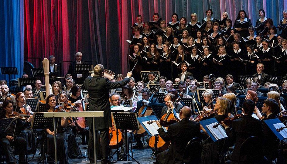 Концерты: Cимфонический оркестр Мариинского театра. Дирижер Пабло Эрас-Касадо