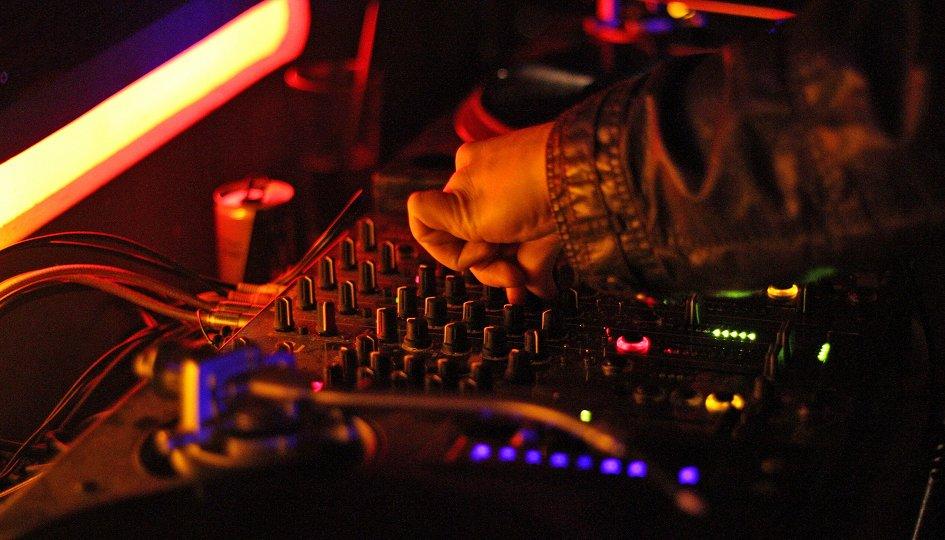 Концерты: DJs Ashton, Gette, Dee