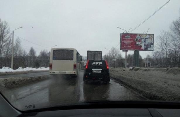 Водители костромских маршруток требуют вернуть имвыделенную полосу наулице Магистральной