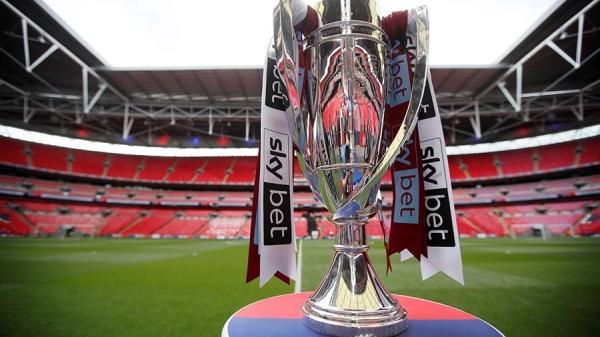 Чемпионат Англии пофутболу могут приостановить из-заCOVID