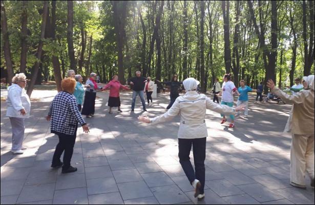 Мастер-класс посуставной гимнастике провели вЛефортовском парке