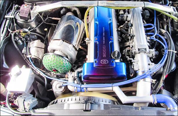 Топ-10лучших моторов из90-х, ставших идолами надесятилетия