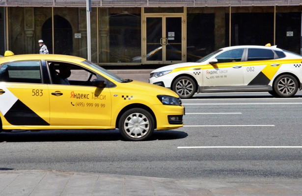Водитель такси погиб вДТПстремя машинами вМоскве