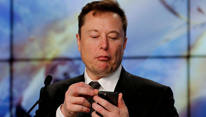 Илон Маск запустит автопилот поплатной подписке
