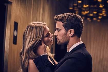 Boss отправил актера из«Аббатства Даунтон» целоваться снемецкой моделью