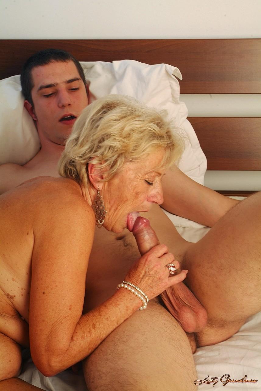 внук жестко трахает бабушку