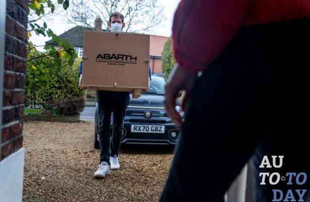 Abarth приносит домой подарки ради виртуального тест-драйва