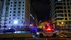 Полицейский автомобиль протаранил толпу вСША