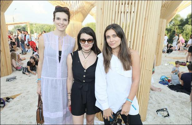 Ирина Горбачева, Юлия Топольницкая иЕкатерина Комолова напрезентации проекта Meet Qatar