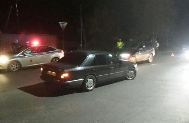 ДТПнаКукковке: пешехода отбросило наМерседес, мужчина вбольнице
