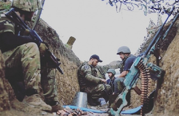 Украина несобирается ничего решать свойной наДонбассе, пора вступать России