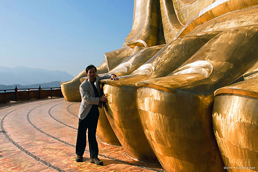 [Image: spring-temple-buddha-statue-dumb-questions-toes.jpg]