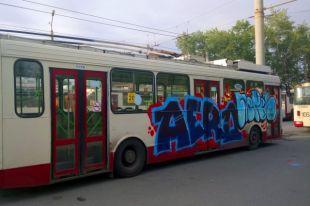 Кино снимали. ВЧелябинске граффитисты атаковали общественный транспорт