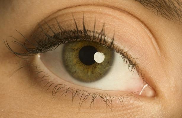 Найдена связь между цветом глаз иболезнями