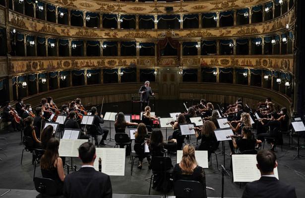 «РГ» покажет прямой эфир концертов Риккардо Мути изитальянской Равенны