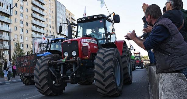 Протест тракторов встолице Европы набирает обороты