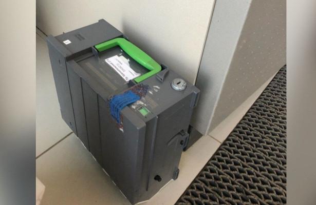 «Ждали инкассаторов полтора часа»: юный челябинец нашёл денежную кассету возле банкомата