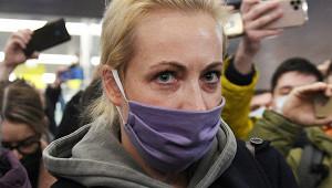 Германия назвала фальшивкой фото удостоверения Навальной