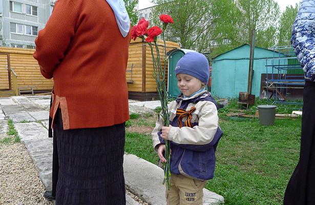 Ввыходные вхраме священномученика Василия отслужили литургию впамять опострадавших вБутове ипровели концерт, посвященный ДнюПобеды