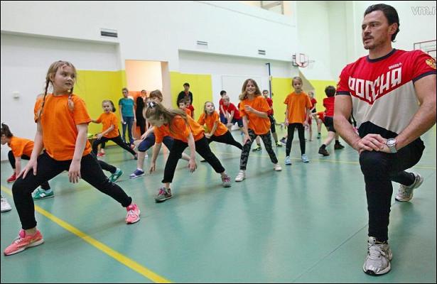 Олимпийский чемпион провел урок физкультуры