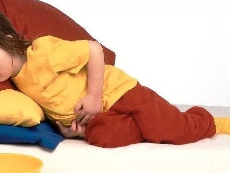 Если болит живот: что делать у ребенка для