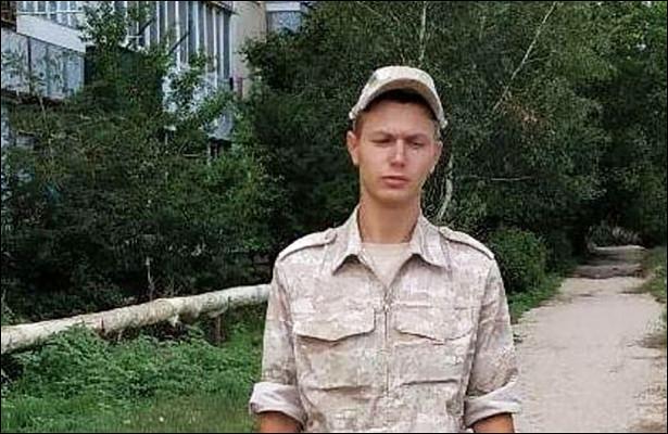 Мать застреленного сослуживцем солдата раскрыла подробности егогибели