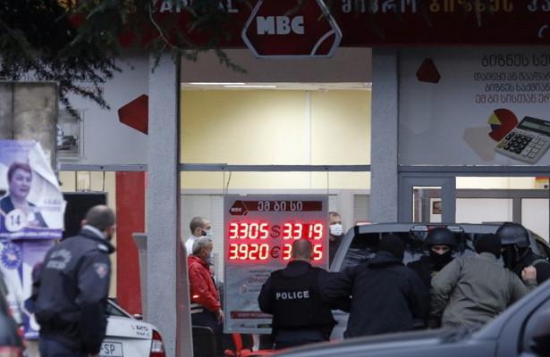 Захватившего заложников вТбилиси задержали