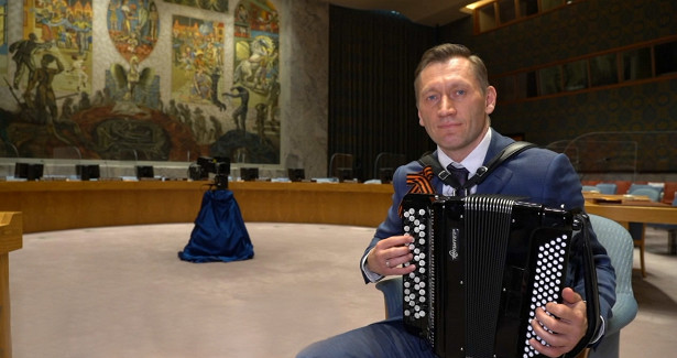 Российские дипломаты в54странах мира исполнили «Катюшу» вчесть ДняПобеды