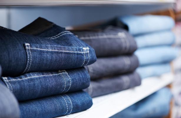 Показан способ выбрать джинсы безпримерки