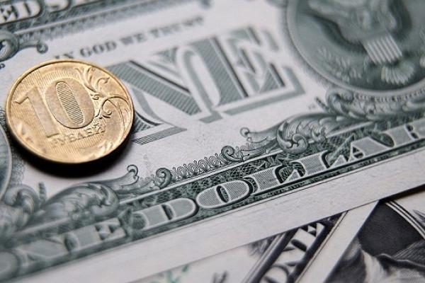 Эксперт: скоро рубль превратится вобъект инвестиционного интереса