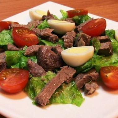 Рецепт Салат сговядиной, помидорами ияйцом