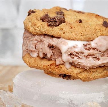 Рецепт Быстрый торт измороженого сбисквитами