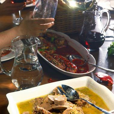 Рецепт Язык вареный счесночно-винным соусом