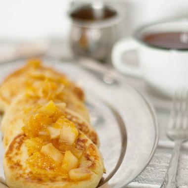 Рецепт Сырники сапельсиново-яблочным соусом