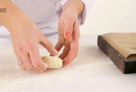 Фото приготовления рецепта: Сырники из творога - шаг 4