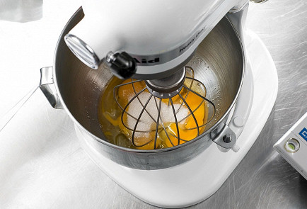 Фото приготовления рецепта: Медовик - шаг 2