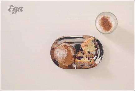 Фото приготовления рецепта: Маффины с голубикой и мускатным орехом - шаг 6